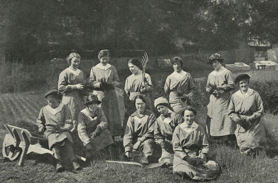 Female students helping with farm work on their holiday in 19173