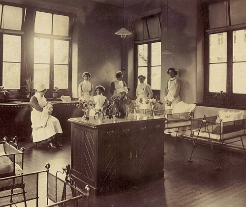 Dundee Royal Infirmary maternity department c.1910